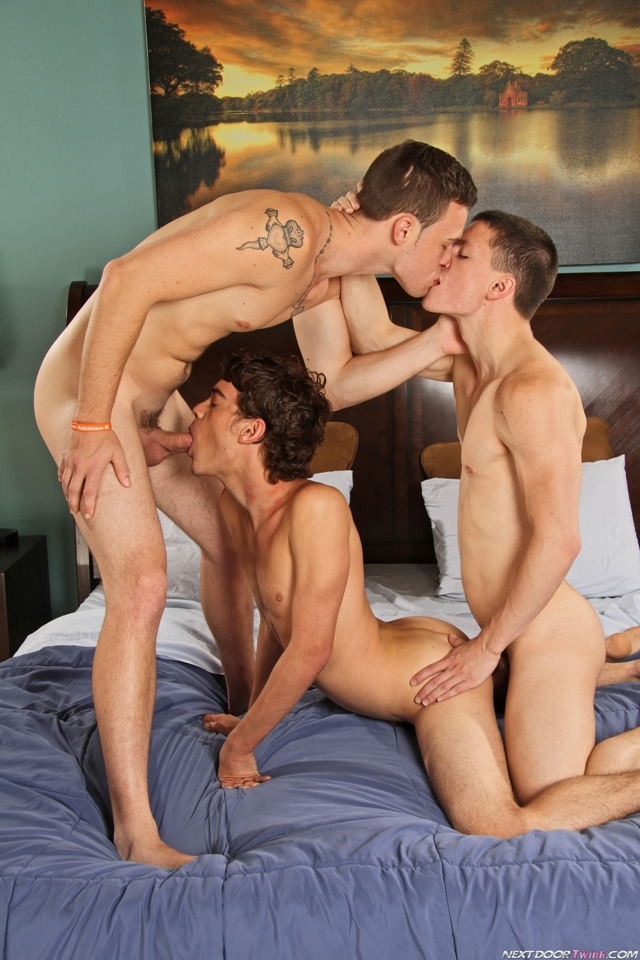anal-hot-naked-boy-threesome-fuc-hot-peni