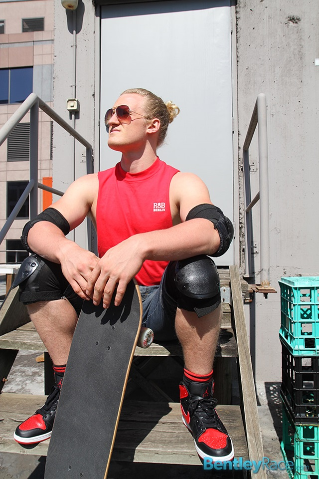 Shane-Phillips-bentley-race-bentleyrace-nude-wrestling-bubble-butt-tattoo-hunk-uncut-cock-feet-gay-porn-star-006-gallery-video-photo