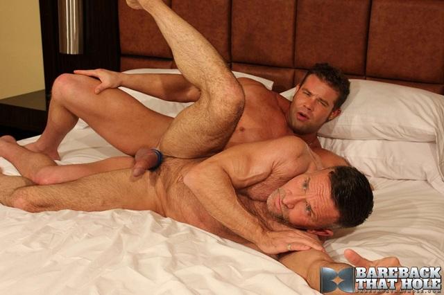 Darius-Soli-and-Matt-Sizemore-Bareback-that-hole-raw-sex-videos-bareback-bears-gay-bare-breeding-raw-sex-movies-011-gallery-photo