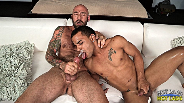 Hot-Lads-Hot-Dads-Hung-daddy-Drew-Sebastian-power-bottom-lad-Trelino-kiss-Drew-Sebastian-thick-cum-load-015-male-tube-red-tube-gallery-photo