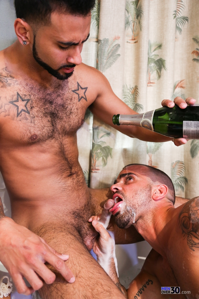 MenofMontreal-Rikk-York-Damien-Crosse-tongue-rimming-smooth-hairy-hole-licking-sucking-round-ass-fucking-butt-hole-008-tube-download-torrent-gallery-photo
