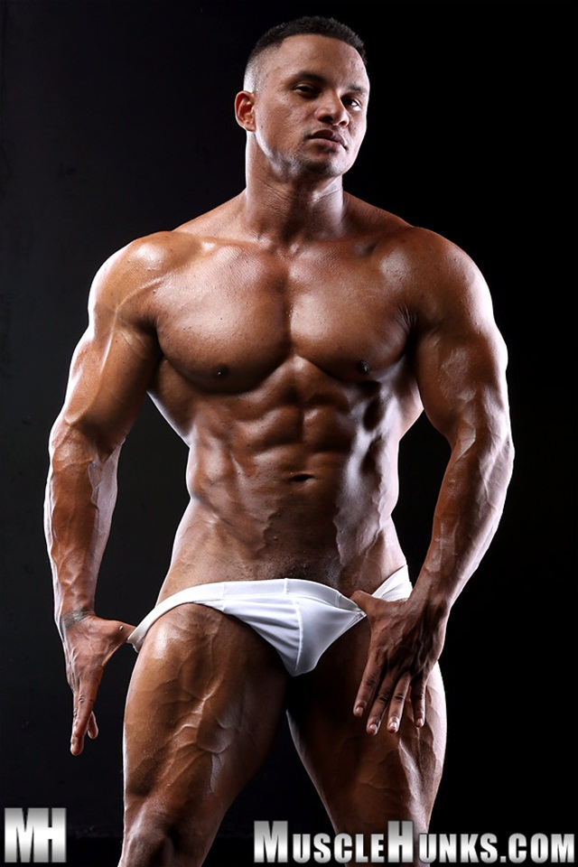 Black-muscle-bodybuilder-Devon-Ford-gets-naked-and-jerks-at-Muscle-Hunks-01-Ripped-Muscle-Bodybuilder-Strips-Naked-and-Strokes-His-Big-Hard-Cock-torrent-photo