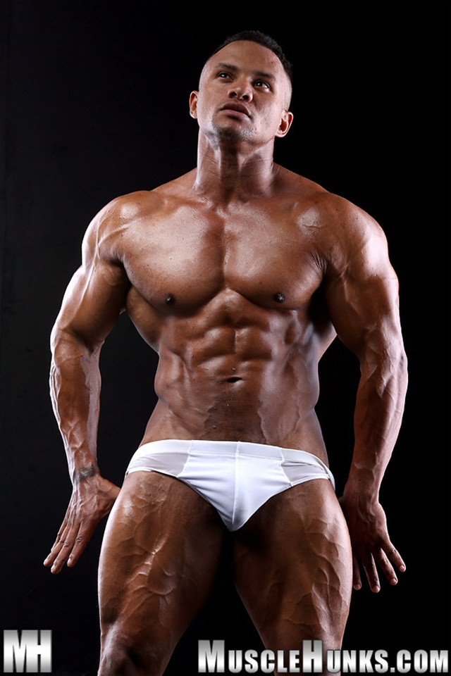 Black-muscle-stud-Devon-Ford-shows-off-his-rippling-abs-01-Ripped-Muscle-Bodybuilder-Strips-Naked-and-Strokes-His-Big-Hard-Cock-torrent-photo