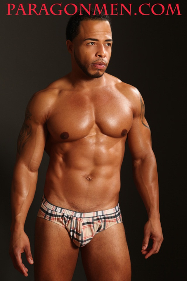 Dee Whitt at Paragon Men!