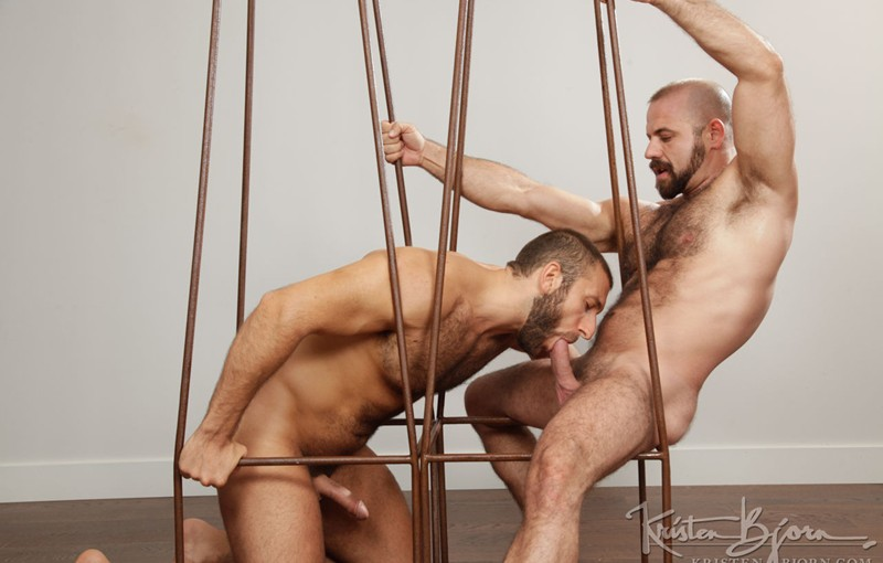 Jalil Jafar slams his raw cock into Felipe Ferro's hairy hole