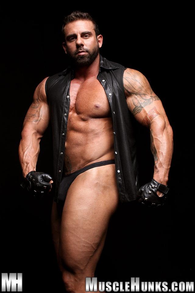 Muscle Hunks: Built Muscle Man Xavier